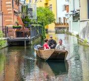 Люди посещают меньшую Венецию в Кольмаре, Франции Стоковая Фотография