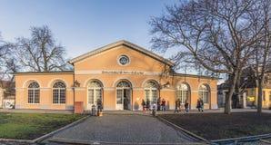 Люди посещают музей Баухауза в Веймаре, Германии Стоковые Фотографии RF