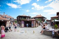 Люди посещают старый городок 15-ого августа. день Nessebar, Болгарии. Стоковое Фото