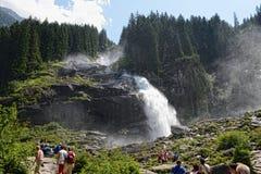 Люди посещая водопады Krimml в высокое taunern Стоковое фото RF