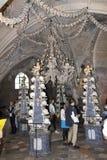 Люди посещая церковь Kostnice косточки Стоковое Фото