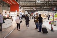 Люди посещая HOMI, выставку дома международную в милане, Италии Стоковые Фотографии RF