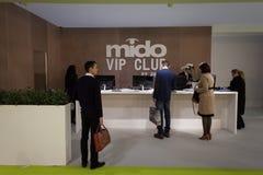 Люди посещая Mido 2014 в милане, Италии Стоковая Фотография RF