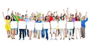 Люди подготовляют протягиванный и проводящ 9 пустых плакатов Стоковое Изображение