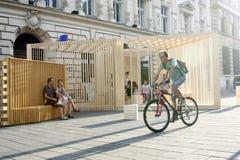 Люди проходя на улицу Lipscani Стоковая Фотография RF