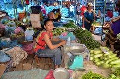 Люди продают еду Стоковое Изображение
