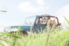 Люди путешествуя автомобилем Стоковые Изображения