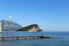 Люди плавая в Budva, Черногории Стоковые Фото