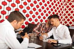 Люди секретов на деловой встрече Стоковые Изображения