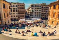 Люди сидя на испанском языке шагают в Рим Стоковые Изображения RF