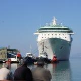 Люди смотря к великолепию морей Стоковое фото RF