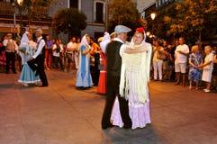 Люди танцуя chotis танцуют в Мадриде, Испании Стоковые Изображения