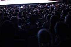 Люди усаженные в аудиторию Стоковая Фотография