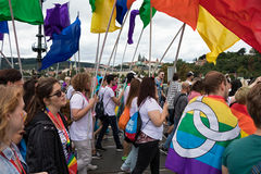 Люди участвуя в гордости Праги - большая гордость гомосексуалиста & лесбиянки Стоковая Фотография RF