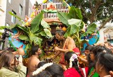 Люди участвуя в фестивале Ganesh в Париже, Франции Стоковые Фото
