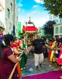 Люди участвуя в фестивале Ganesh в Париже, Франции Стоковые Изображения RF