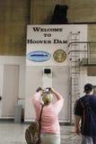 Люди фотографируя в запруде Hoover стоковое фото