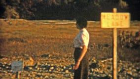 1954: Люди церемонно идя вокруг таблицы еды НЬЮАРК, НЬЮ-ДЖЕРСИ видеоматериал
