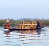 Люди Intha на озере Inle в положении Шани Мьянмы Стоковое Изображение