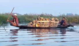 Люди Intha на озере Inle в положении Шани Мьянмы Стоковые Изображения