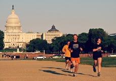 Люди Jogging в DC Вашингтона стоковые фото
