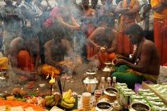 Люди Prepraring для ритуала Стоковые Изображения RF