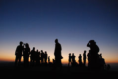 Люди silhouettes заход солнца Стоковое Фото