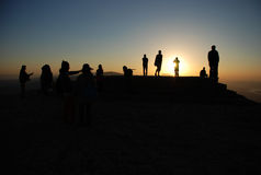 Люди silhouettes заход солнца Стоковое Изображение RF