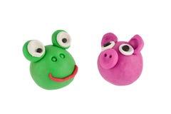 Лягушка и свинья сделанные из пластилина Стоковые Изображения RF