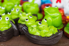 Лягушка на статуе лист лотоса Стоковые Изображения RF