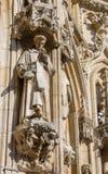 Лёвен - деталь готической ратуши с статуей Святого стоковая фотография