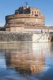 Мавзолей Hadrian и отражения на реке Тибра в Риме, Италии Стоковая Фотография