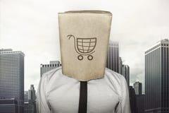Магазинная тележкаа на коричневой бумажной сумке которая бизнесмен стоковое фото