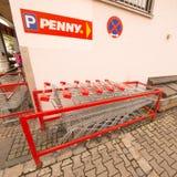 Магазинные тележкаи Пенни Стоковая Фотография RF