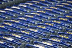 Магазинные тележкаи Ikea стоковое изображение rf