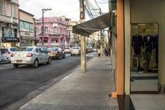 Магазины Bridal и свадьбы статей в традиционной улице Caetano Sao, стоковое изображение rf