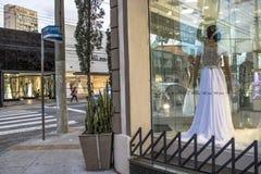 Магазины Bridal и свадьбы статей в традиционной улице Caetano Sao, стоковое изображение
