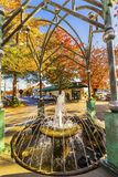 Магазины Edmonds Вашингтон Соединенные Штаты осени карусели фонтана стоковые изображения rf