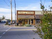 Магазин антиквариатов и Collectibles в деревне Jenks в Оклахоме - JENKS - ОКЛАХОМА - 24-ое октября 2017 Стоковые Фотографии RF