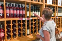 Магазин винодельни Vinakoper в Koper, Словении Стоковое Фото