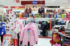 магазин девушок Дисней одежд мальчиков Стоковые Изображения RF