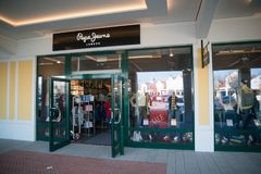 Магазин джинсов Pepe в Parndorf, Австрии Стоковые Изображения RF