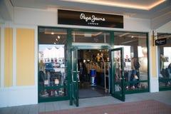 Магазин джинсов Pepe в Parndorf, Австрии Стоковые Изображения