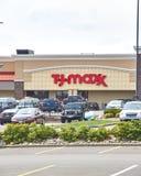 Магазин и логотип TJ Maxx Стоковые Изображения RF