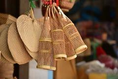 Магазин корзин Много вид корзины которое сделано бамбука wicker корзины handmade тайский Сплетенная бамбуковая текстура Стоковое Изображение RF