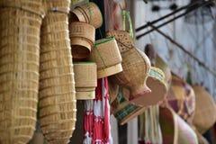 Магазин корзин Много вид корзины которое сделано бамбука wicker корзины handmade тайский Сплетенная бамбуковая текстура Стоковые Изображения