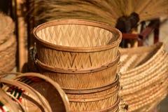Магазин корзин Много вид корзины которое сделано бамбука wicker корзины handmade тайский Сплетенная бамбуковая текстура Стоковая Фотография RF