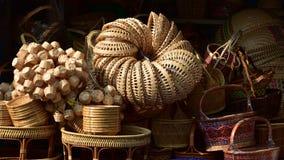 Магазин корзин Много вид корзины которое сделано бамбука wicker корзины handmade тайский Сплетенная бамбуковая текстура Стоковые Изображения RF