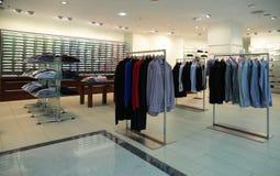 магазин людей одежд Стоковое фото RF