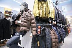 магазин людей s курток Стоковые Изображения